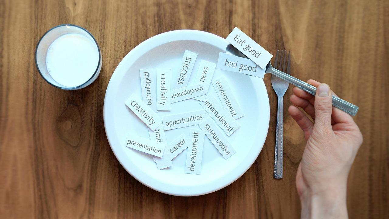 【ダイエットに最も失敗してしまう夜の食べ過ぎ!】夜の食べ過ぎを防ぐ方法